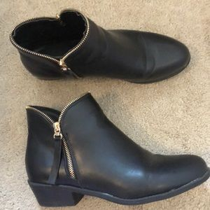 Aldo Synthetic leather ankle bootie